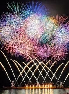 日本一早い花火大会 沖縄の夜空彩る1万発