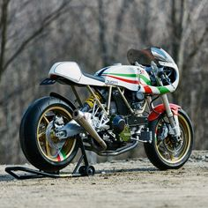 Ducati Leggero cafe racer by Walt Siegl.