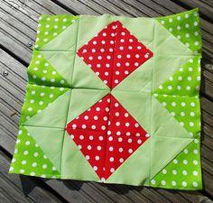 """August-Block, """"schnelle"""" :-) Dreiecke, die 8 in der Mitte ist mir diesen Monat wichtig"""