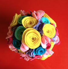 i'm in love with these felt flowers...