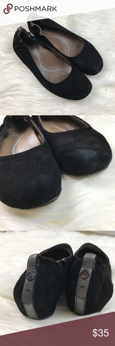 Earthies Black Suede Tolo Flats Adorable Earthies black flats. Very comfortable! Gently used and in good condition, but they are not perfect. One toe does have a scuff on it as pictured. It could maybe be cleaned with suede cleaner. Please see all photos for details. Earthies Shoes