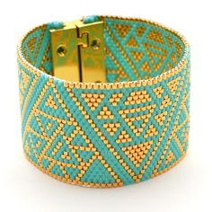 La #manchette Triangles d'or, dispo sur la boutique du site. Bonne journée à vous #bracelet #artisticbracelet #handmade #cuff #turquoise #gold