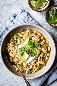 Healthy White Chicken Chili Recipe for a dairy and gluten free healthy white chicken chili. Ready in 45 minutes, it is an easy to make crowd pleaser for cold winter days. Healthy Chicken Chili Recipe, Easy Chicken Chili, White Bean Chicken Chili, Healthy Chili, Chili Recipes, Mexican Food Recipes, Healthy Recipes, Ethnic Recipes, White Chili
