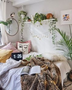 The Bohemian Home Decor Trap is part of Bohemian bedroom decor But What About Bohemian Home Decor Bohemian decor is a blend of textures, colours, and patterns It is all about the colors of the wor - Bohemian Bedroom Decor, Boho Room, Bohemian Living, Hippie Bohemian, Hippie Living Room, Hippie Dorm, Bedroom Plants Decor, Hippy Bedroom, Indie Bedroom