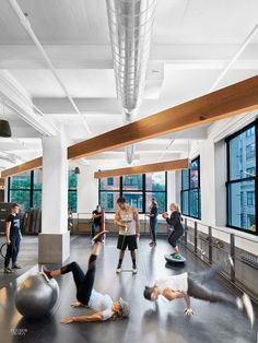 Inc Architecture & Design Gives an Equinox Gym the Loft Treatment in Brooklyn It's a bit ironic that fitness centers tend not to have the greatest physique themselves. The predominant gym aesthetic is best described as utilitarian, even schlubby, re… Fitness Logo, Fitness Workouts, Fitness Studio, Fitness Motivation, Fitness Shirts, Fitness Outfits, Body Fitness, Gym Fitness, Fitness Goals