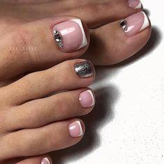 Natural pedicure design ideas for your toenail Pretty Toe Nails, Cute Toe Nails, Fancy Nails, Gel Nails, Toenails, French Toe Nails, French Pedicure, Manicure E Pedicure, Pedicures