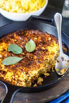 South African Bobotie recipe - simple skillet casserole with basic ingredients makes for a flavorful South African Dishes, South African Recipes, Ethnic Recipes, Africa Recipes, South African Bobotie Recipe, One Pot Meals, Easy Meals, Bon Appetit, African Cuisine