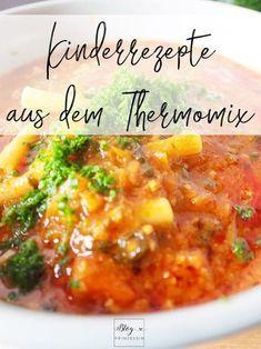 """Einmal im Monat darf ich euch zusammen mit Thermomix ein von uns erprobtes, gekochtes oder gebackenes und vor allem von den Kindern mit """"Lecker!"""" bewertetes Rezept vorstellen. Diesen Monat haben wir ein super Rezept für die kalten Tage im Rezept-Portal Cookidoo gefunden, das uns überzeugt hat. Wir kochen Makkaroni-Hackfleisch-Suppe.Bei uns ist"""