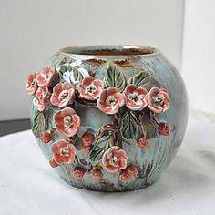 Inconceivable Flower Vases Decor Ideas - Kunstwerk - Home Small Flower Pots, Ceramic Flower Pots, Ceramic Vase, Flower Vases, Pottery Painting, Pottery Vase, Cerámica Ideas, Decor Ideas, Paper Vase
