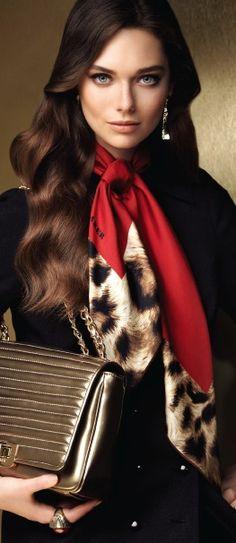 Aker Scarf / Dress / Bag 2013-14 F/W Ways To Wear A Scarf, How To Wear Scarves, Scarf Dress, Love Fashion, Womens Fashion, Office Looks, Neck Scarves, Scarf Styles, Glamour