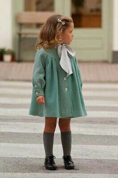 Love vintage fashion for little girls, reminds me of the movie A Little Princess