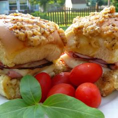 Ham and cheese sliders made with Hawaiian sweet rolls and a buttery poppy seed sauce are great for potlucks and quick and easy to prepare. Hawaiin Appetizers, Meat Appetizers, Appetizer Recipes, Snack Recipes, Dinner Recipes, Cooking Recipes, Cheese Recipes, Dinner Ideas, Family Reunion Food
