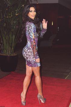 kim kardashian Does this dress make my butt look big? Kim Kardashian Sexy, Kardashian Dresses, Kardashian Photos, Kardashian Jenner, Kardashian Fashion, Fall Fashion Trends, Men's Fashion, Tight Dresses, Sexy Legs