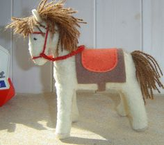 free felt horse pattern........please........someone make this cute thing!