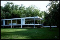 Minimalisme: Het minimalisme ontstond aan het begin van de jaren '60 van de vorige eeuw in de Verenigde Staten. Het doel van het minimalisme was om zo minimalistisch mogelijke gebouwen te bouwen, het puur objectieve en abstracte, zonder enige emotie. Er werd vaak gebruik gemaakt van bol-, kegel-, cilinder- en kubusvormen.