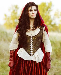 Red Ridding Hood, Meghan Ora