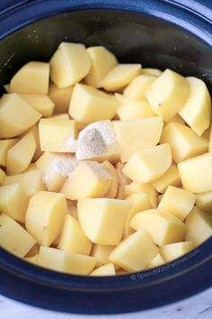 No Boil Slow Cooker Mashed Potatoes. Velvety rich mashed potatoes cooked in the slow cooker. This easy dish requires no boiling, just simply chop Crockpot Mashed Potatoes, Crock Pot Potatoes, Creamed Potatoes, Mashed Potato Recipes, Potato Dishes, Cheesy Potatoes, Baked Potatoes, Crock Pot Slow Cooker, Crock Pot Cooking