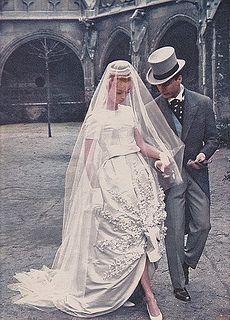 Νυφικό της Nina Ricci, Wedding dress by Nina Ricci, 1960 Wedding Styles, Wedding Photos, 1960s Wedding, Vintage Outfits, Vintage Fashion, Look Vintage, Vintage Bridal, Vintage Weddings, Romantic Weddings