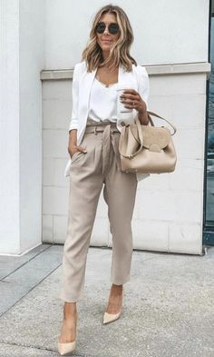 15 Amazing Work Outfits For Spring work outfits women office Source by casual Casual Business Look, Business Casual Outfits For Women, Stylish Winter Outfits, Office Outfits Women, Stylish Work Outfits, Professional Outfits, Curvy Outfits, Young Professional, Business Attire