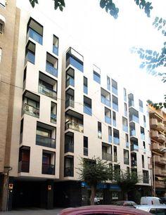 24 viviendas, locales y aparcamientos en San Juan - Ignacio Pérez Aleman y María J. Sánchez Vicent