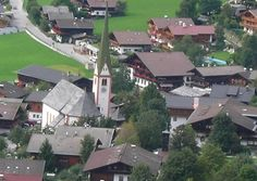 """PRETTY. Alpbach is also famous for the international congress """"European Forum Alpbach"""" which has been taking place here every summer since 1945 and which is an important platform for economists, scientists, politicians and artists."""