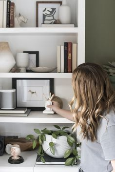 Shelfie : Neutral & Sophisticated - roomfortuesday.com