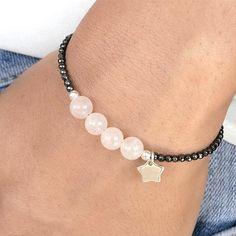 Quartz beads and small hematite bracelet idea Bisuteria Para obtener información, acceda a nuestro sitio http://storelatina.com/ #રિંગ્સ #gredzeni #Rannpháirtíochta #რგოლები