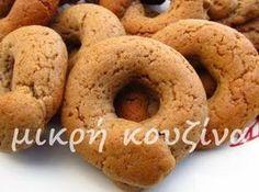 Χρόνια τώρα αναρωτιόμουν πώς στο καλό φτιάχνουν αυτά τα μουστοκούλουρα που πουλάνε στους φούρνους και είναι τόσο μαλακά. Ναι ναι...Εκείνα εκ... Greek Sweets, Greek Desserts, Greek Recipes, Just Desserts, Greek Cookies, Almond Cookies, Peanut Butter Cookies, Chocolate Coconut Slice, Eat Greek