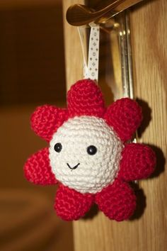 Can use with regular fabric and polyfil for door handle dangle Kawaii Crochet, Crochet Diy, Crochet Amigurumi, Amigurumi Patterns, Crochet Crafts, Crochet Dolls, Crochet Projects, Crochet Patterns, Softies