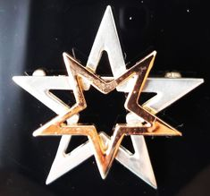 A highly polished pewter star brooch with copper plated pewter star overlaid. Secures to garment by way of a pin with locking, safety catch. Star Jewelry, Christmas Jewelry, Brooch Pin, Overlays, Pewter, Brooches, Plating, Copper, Stars
