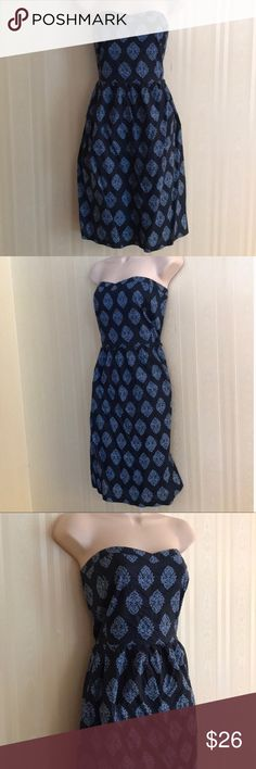 OLD NAVY print dress NEVER WORN Gorgeous and trendy, this patterned dress is a showstopper.  Light blue and navy blue.  Excellent condition.  Outer dress and liner are both 100% cotton.  Side zip with elastic panel on back to add stretch if needed for the perfect fit.  Don't miss! Old Navy Dresses