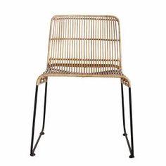 Dieser hochwertige Stuhl hat eine bequeme Sitzfläche aus Rattan und ein Untergestell aus Eisen - perfekt für Dein Esszimmer!