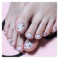 #유니스텔라하트네일시리즈 #그물 에 #하트♥️ 가 콕콕 걸렸어요☺️ #포인트페디👣 로 아주 예쁘죠? #유니스텔라 #mon_nail #그물페디 #하트페디 #fishnetpedis #heartpedis #unistella #unisedit_Hong