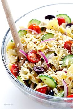 Mediterranean Pasta Salad very easy and quick to earn as well as tossed with a tasty lemon natural herb vinaigrette gimmesomeoven com Mediterranean Pasta Salads, Mediterranean Diet Recipes, Mediterranean Style, Vegetarian Recipes, Cooking Recipes, Healthy Recipes, Vegetarian Pasta Salad, Healthy Pasta Salad, Pasta Salad Recipes Cold