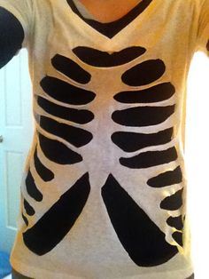 I loved this easy, halloween DIY shirt idea. I got the idea from Martha Stewart's website , although the way I executed this craft (due to t... (Diy Halloween Easy)
