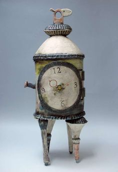 Very cute, silly little clock.  Kaoru Ogura - Clock #japanese_ceramics