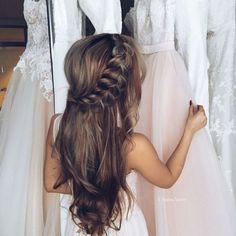 semirecogidos pelo rizado, peinado de novia, semirecogido cabello suelto conj ondas naturales y trenza voluminosa, vestidos de novia #peinadosdenovia
