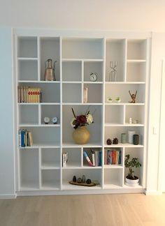 Bookshelf Design, Bookshelves Built In, Room Design Bedroom, Diy Bedroom Decor, Home Decor, Garderobe Design, Vintage Bookshelf, Home Selling Tips, Living Room Shelves