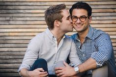 Gay Engagement Session in New York City - NYC Wedding Photographer Gay Lindo, Cute Gay Couples, Vintage Couples, Lgbt Wedding, Men Kissing, Nyc Wedding Photographer, Shooting Photo, Man In Love, Engagement Session