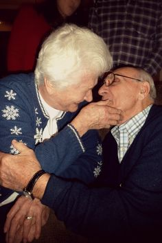 I love seeing old couples holding hands and still being in love after all those years. <3