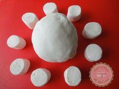 Comment faire sa pâte à sucre maison avec des marshmallows | J'adore la pâte à sucre en bonne gourmande qui se respecte.   Comme j'aime l'utiliser po...