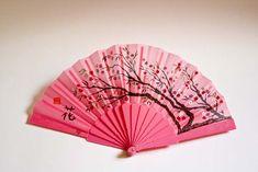pintar abanicos II Hand Held Fan, Hand Fans, Chinese Fans, Princess Drawings, I Believe In Pink, Paper Fans, Oriental Fashion, Hair Pins, Pink Purple