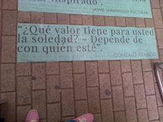 """""""¿Qué valor tiene para usted la soledad? -Depende de con quién esté.""""  ―Gonzalo Arango."""