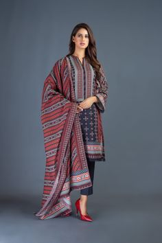 Dress With Shawl, Dress Up, Latest Fashion Trends, Fashion Brands, Semi Formal Wear, Cashmere Shawl, Lawn Suits, Fast Fashion, Winter Dresses