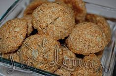 Coconut oat cookies vegan - lalena - used half the baking soda, oil. Added dried fruit and nuts. Vegan Sweets, Healthy Sweets, Healthy Dessert Recipes, Cake Recipes, Vegan Recipes, Vegan Food, Healthy Biscuits, Romanian Desserts, Oat Cookies