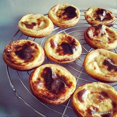 an easy recipe for this traditional Portuguese pastry: the pasteis de nata Source by solemaitre Köstliche Desserts, Sweet Desserts, Sweet Recipes, Dessert Recipes, Food Tags, Portuguese Recipes, Sweet Tarts, Food Humor, Food Inspiration