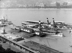 Alsó rakpart a Vigadó tér környékén. A pontonhoz kötött hajó a Szent Gellért (később Táncsics), a kívül hozzákötött a Deák Ferencz. Budapest V., 1938