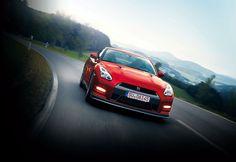 En 2014, la Nissan GT-R devient plus confortable et mieux finie.