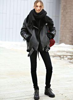 Le total look noir fonctionne aussi en mode grand froid !