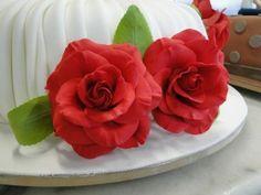Rosas vermelhas www.nininhasigrist.com.br